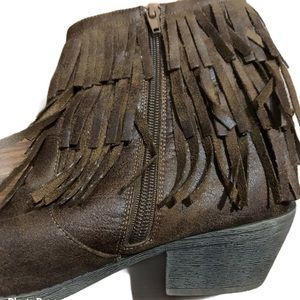 Justice size 6 Cowgirl boots with fringe
